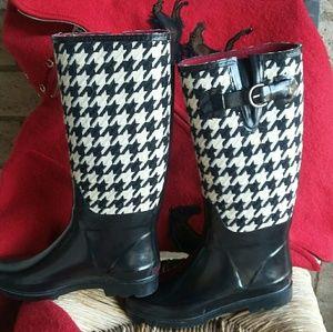 Banana Republic Shoes - Banana Republic Boots - Houndstooth